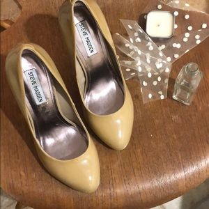 Steve Madden 8.5 nude patent leather heels